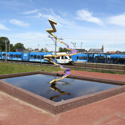 Waterpartij en kunstwerk nabij station Coevorden